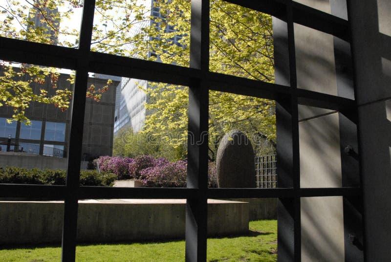 Derrière l'art contemporain de musée images stock
