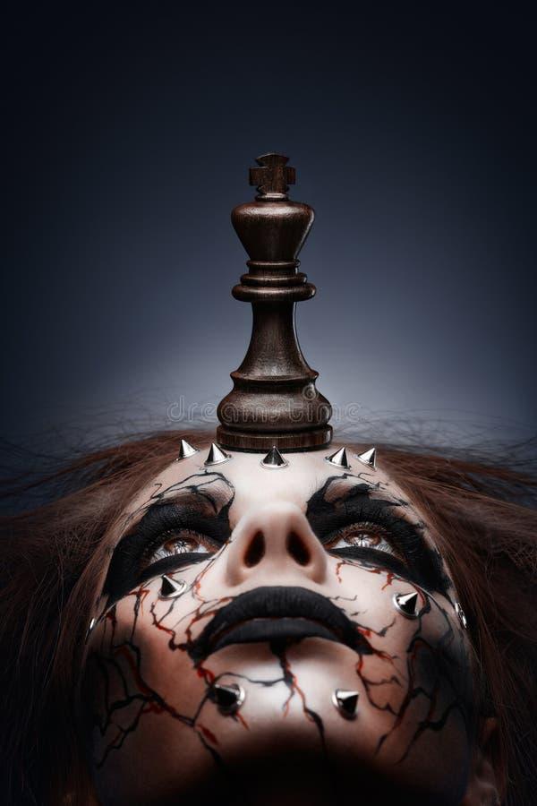 Derrotado por el rey del ajedrez. imagen de archivo libre de regalías