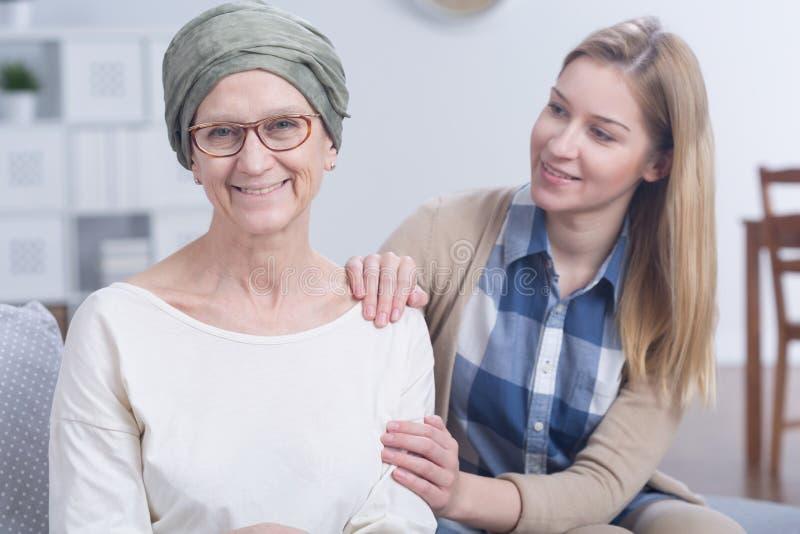 Derrotar o câncer é mais fácil quando você tem um apoio da família imagem de stock