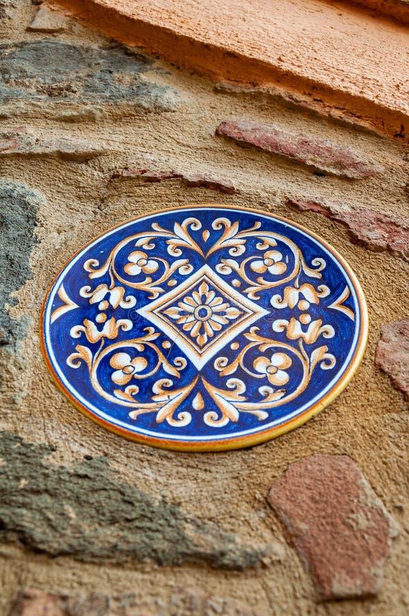 Deruta, городок в Умбрии известной для своей художественной ручной работы и покрашенной керамики, Италии стоковое изображение rf
