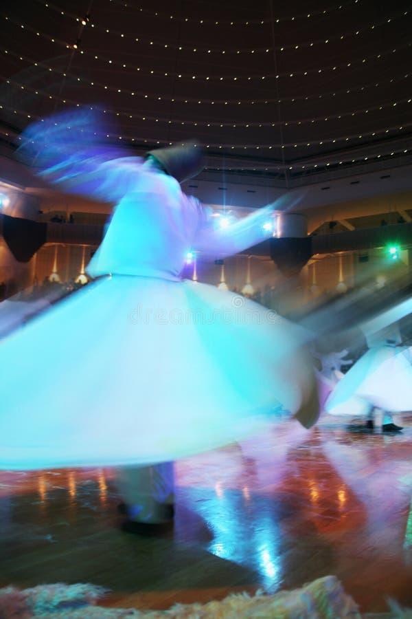 Dervishes di Mevlana che ballano nel museo fotografie stock