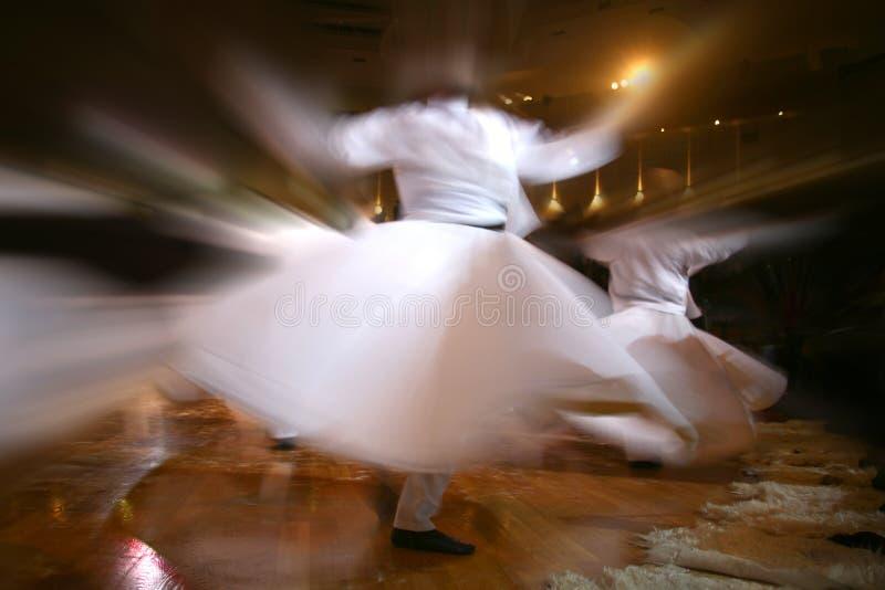 Dervishes di Mevlana che ballano nel museo immagini stock