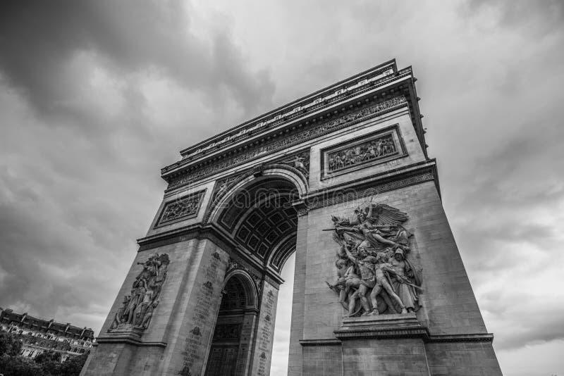 Des Arcs de Triomphe Paris Stadt Rückseite und Weiß herein stockbild