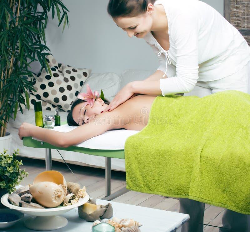 Des auf Lager attraktive Dame Fotos, die Badekur im Salon, Gesundheitswesenleutekonzept erh?lt stockbild