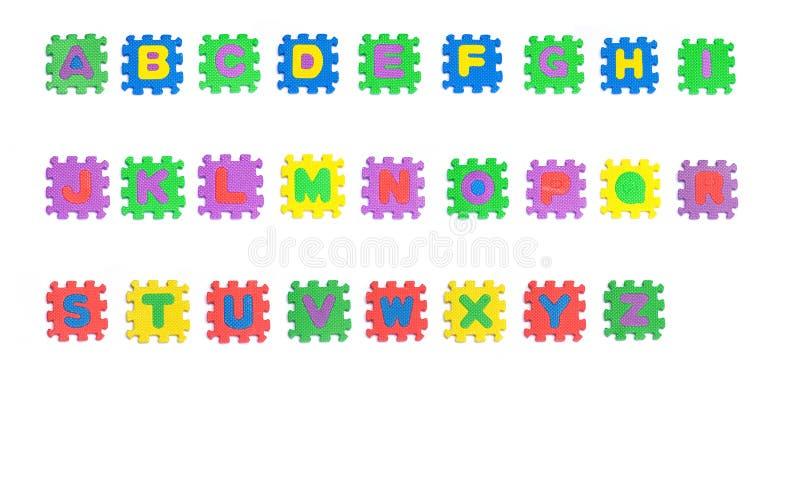 Des auf Lager bunte Bausteine Fotos mit Alphabeten auf Weiß lizenzfreies stockbild