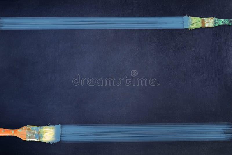 Des bandes sont dessinées par des brosses sur un fond bleu-foncé Copiez l'espace Place pour le texte Travaux de construction de p illustration stock