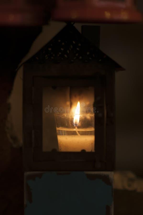 Download Des Bougies Ont été Allumées Pour Allumer La Lampe Illustration Stock - Illustration du ramassage, décor: 87706607