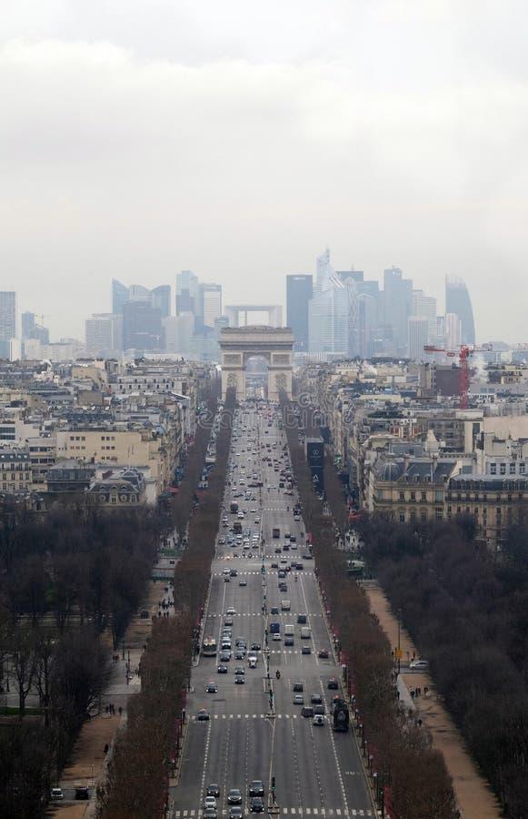 Des Champs-Elysees бульвара в Париже стоковые фотографии rf