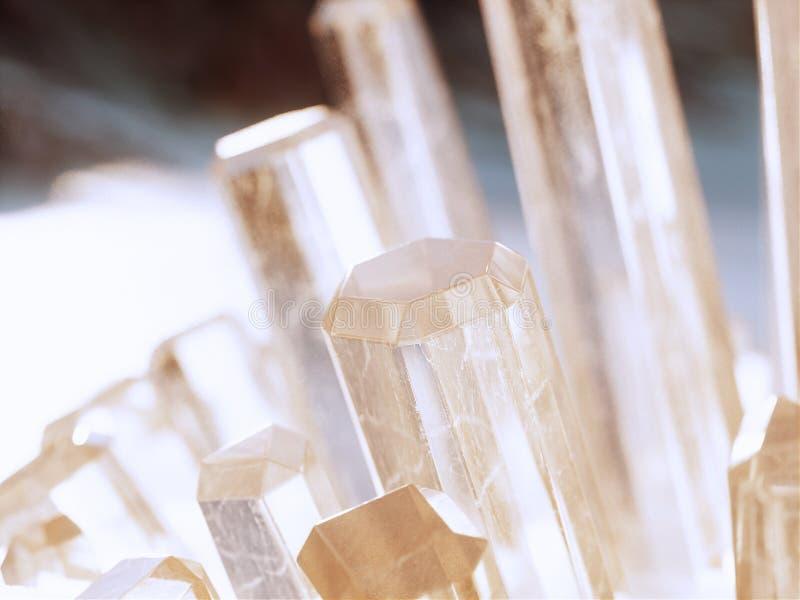 Des cristaux transparents poussent dans le désert photo libre de droits