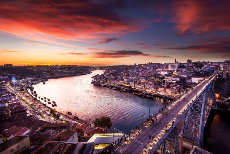 Des détails de scape de ville de Porto par coucher du soleil et tous c'est les bâtiments historiques images libres de droits