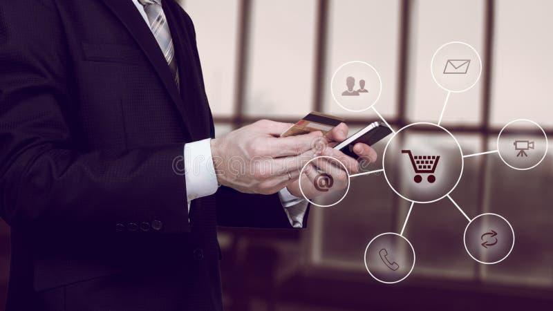 Des Digitaltechnikinternets des Online-Bankings-Zahlungs-Kommunikationsnetzes bewegliche apps c Smartphone drahtlose Anwendungsen stockfotos