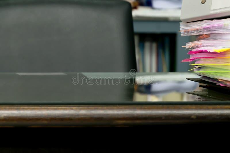 Des documents de POST-IT sont fournis photographie stock libre de droits