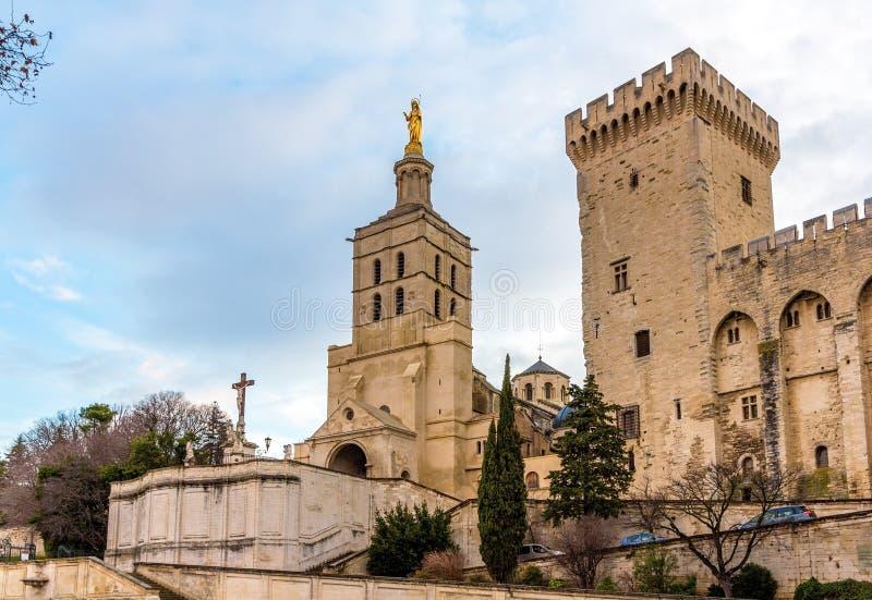 DES Doms de Notre-Dame de cathédrale d'Avignon photos stock