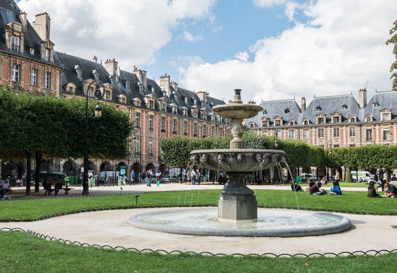 DES en place VOSGES, Paris de fontaine images libres de droits