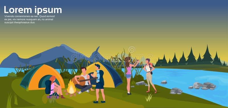 Des Feuerwaldgebirgskonzeptes des Expeditionsgruppenspielgitarrentätigkeitssonnenuntergangzeltes kampierender flacher horizontale lizenzfreie abbildung
