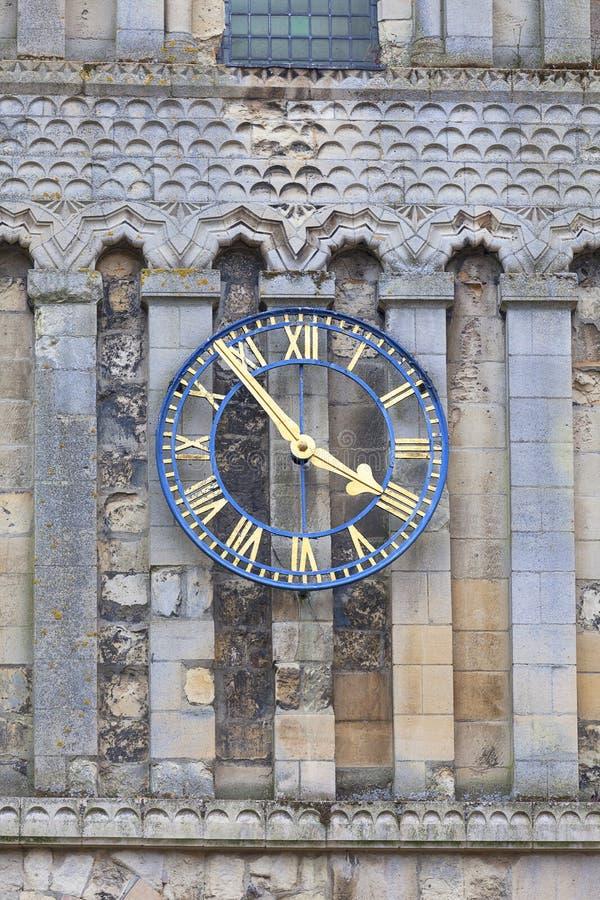 Des 12. Jahrhunderts rumänische Art Kirche von St Mary die Jungfrau, Glockenturm, Dover, Vereinigtes Königreich Jungfrau, Uhr stockbild