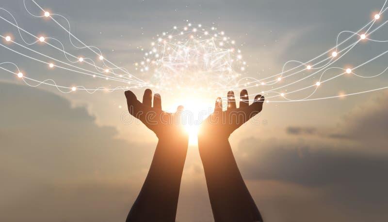 Des mains abstraites de palmiers avec des connexions de réseau mondial, des technologies innovantes dans le domaine de la science