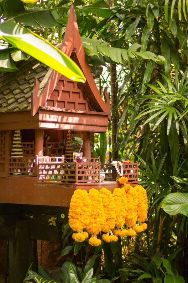 Des maisons d'esprit sont prévues pour fournir un abri pour des spiritueux - en Thaïlande images libres de droits