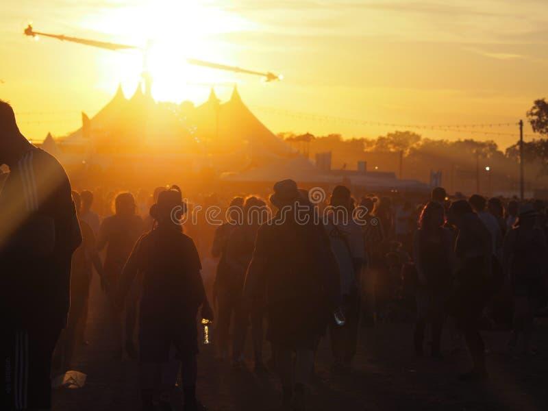 Des moments de festival - suivez les amateurs de festival de partie image libre de droits