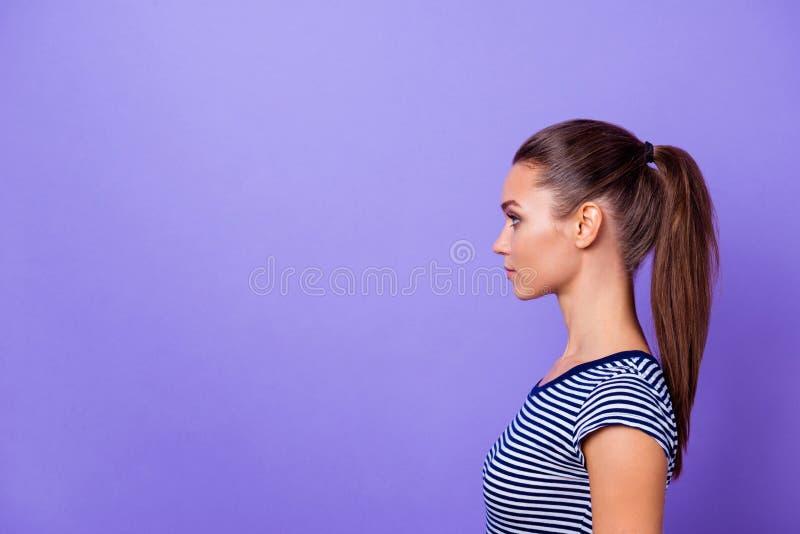 Des Seitenansicht-Fotos des Profils reizend nette hübsche Dame haben intelligentes Genie der Gedanken, Zukunft, dieunternehmer vo lizenzfreie stockfotos