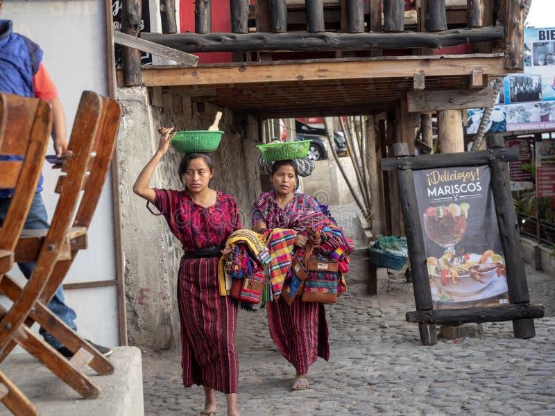 Des vendeurs de souvenir au lac Atitlan, il n'est pas facile, le ¡ n, Guataemala d'Atitlà de lac photos libres de droits