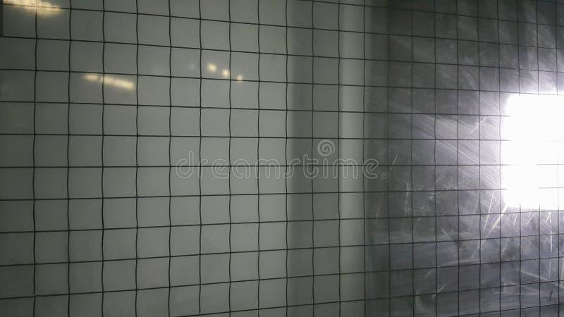 Des verres de sûreté sont fabriqués principalement en tant qu'ignifuge Installation en verre de câble photo stock