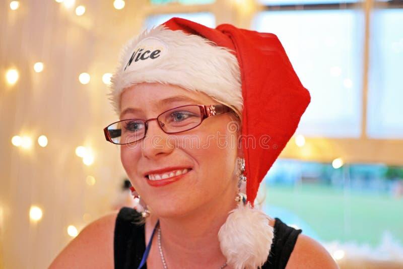 Des weichen junge frohe lächelnde Zeit Frau Stimmungsausdrucks des Porträts Weihnachts lizenzfreies stockbild