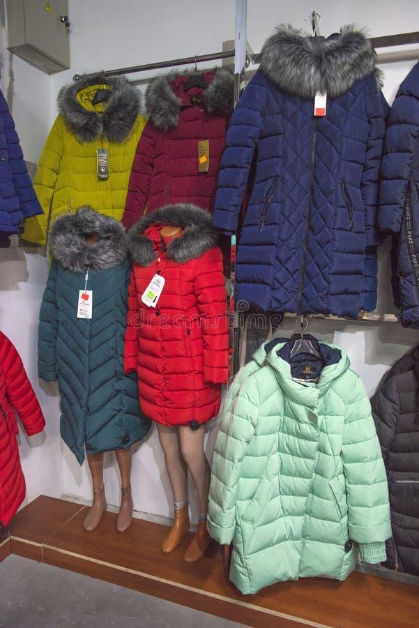 Des Winters Jacken und Parks unten lizenzfreie stockbilder