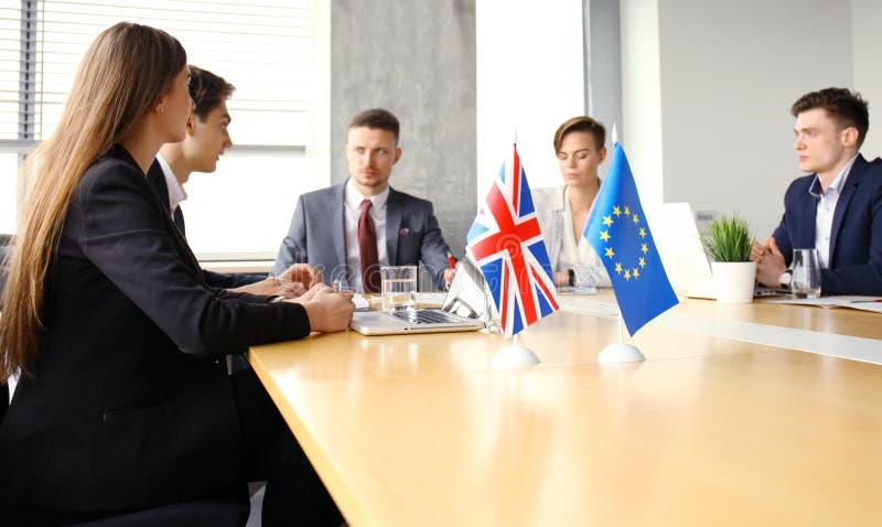 Desacordos entre os líderes da União Europeia e Grâ Bretanha na reunião Brexit fotos de stock royalty free