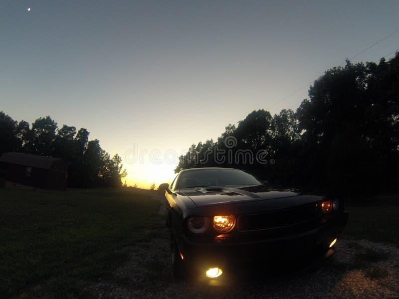 Desafiador de la puesta del sol foto de archivo
