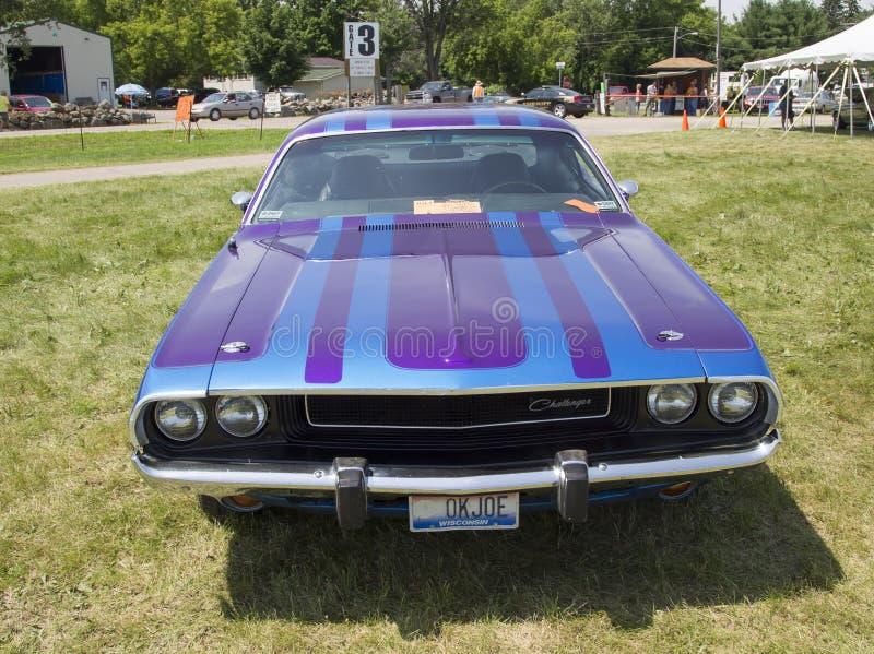 Desafiador púrpura de 1970 Dodge fotografía de archivo libre de regalías