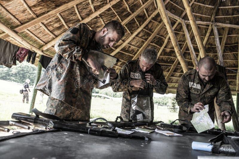 Desafio da elite - treino militar, civis das competições imagem de stock