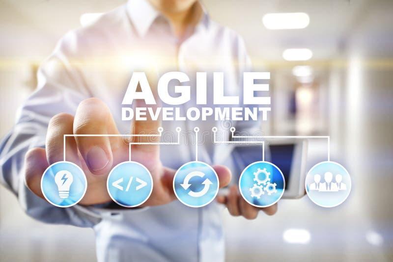 Desarrollo, software y concepto de programación ágiles del uso en la pantalla virtual fotos de archivo libres de regalías