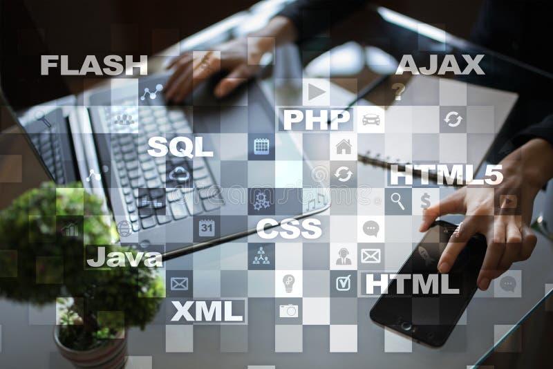 Desarrollo web programación Concepto de Internet y de la tecnología fotos de archivo libres de regalías