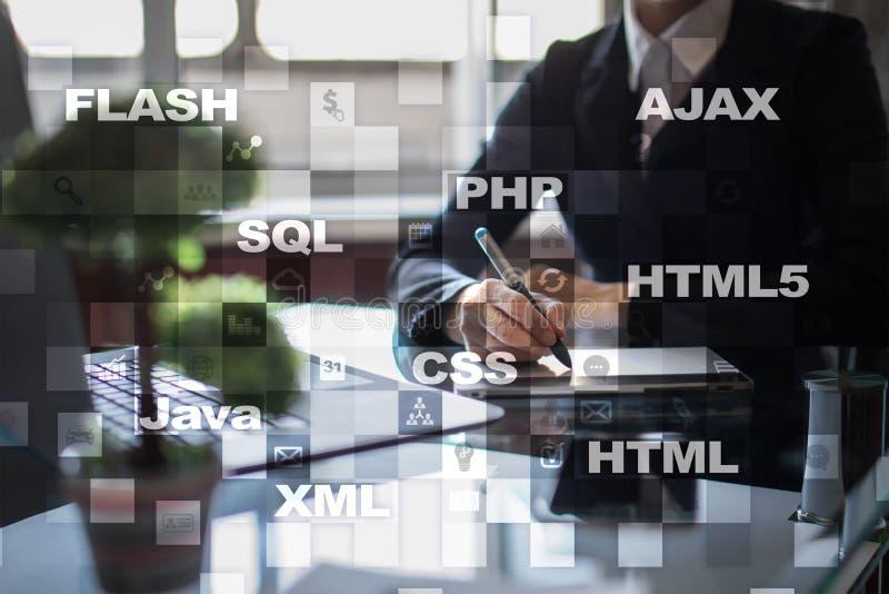 Desarrollo web programación Concepto de Internet y de la tecnología foto de archivo libre de regalías