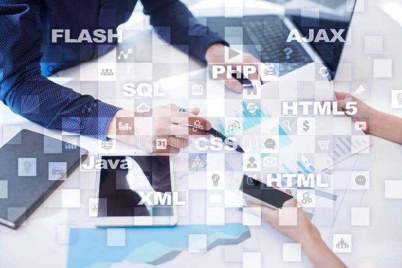 Desarrollo web programación Concepto de Internet y de la tecnología imágenes de archivo libres de regalías