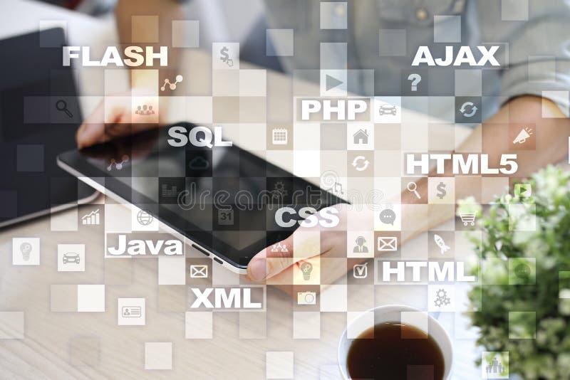 Desarrollo web programación Concepto de Internet y de la tecnología imagen de archivo libre de regalías