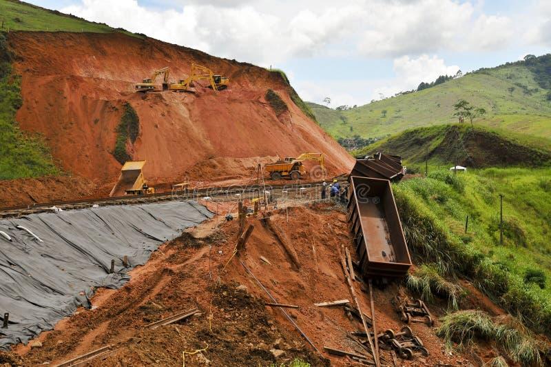 Desastre de Rio de Janeiro de la inundación: Descarrilamiento de tren imagen de archivo