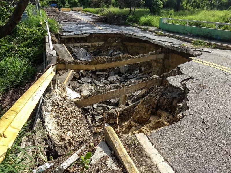 Desastre en el camino de Puerto Rico en Caguas, Puerto Rico imagen de archivo libre de regalías