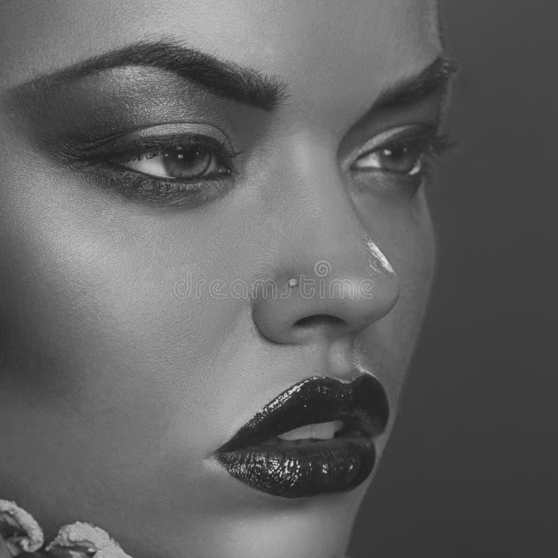 Desaturated Abschluss herauf Porträt der Schönheit stockfotografie