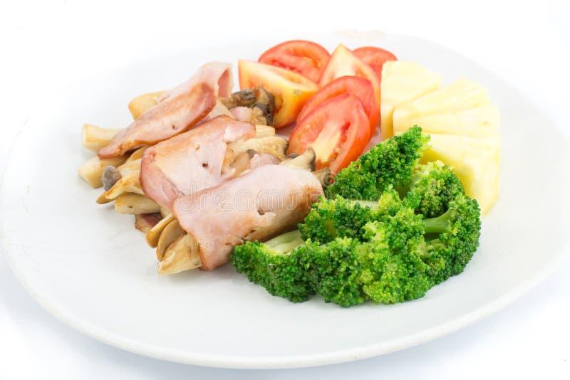 Download Desayune Con El Jamón, La Seta, El Bróculi, Los Tomates Y La Piña Imagen de archivo - Imagen de proteína, parrilla: 42442535