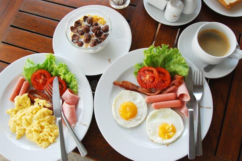 Desayuno americano en el centro turístico fotografía de archivo libre de regalías