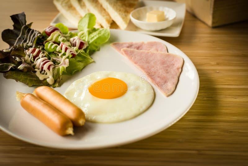 Desayuno americano fijado con la salsa de tomate fotografía de archivo
