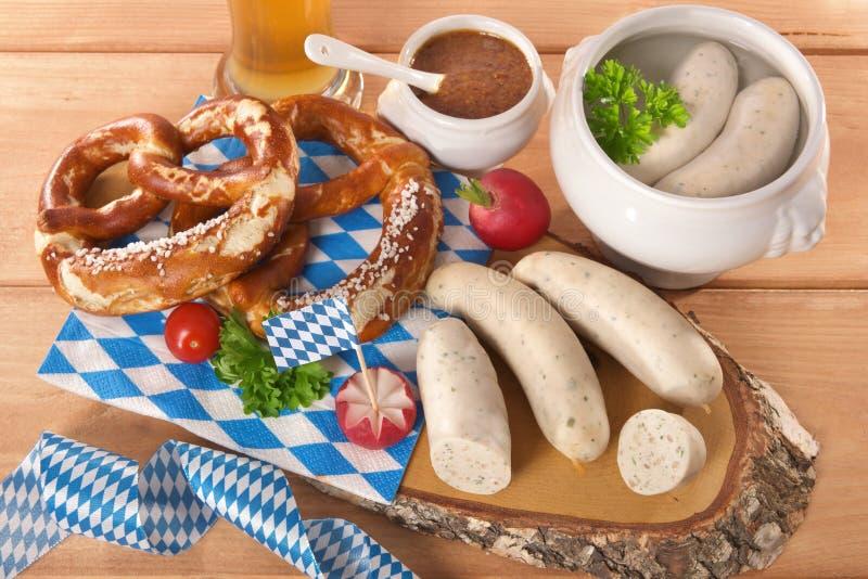 Desayuno bávaro de la salchicha de la ternera imagenes de archivo