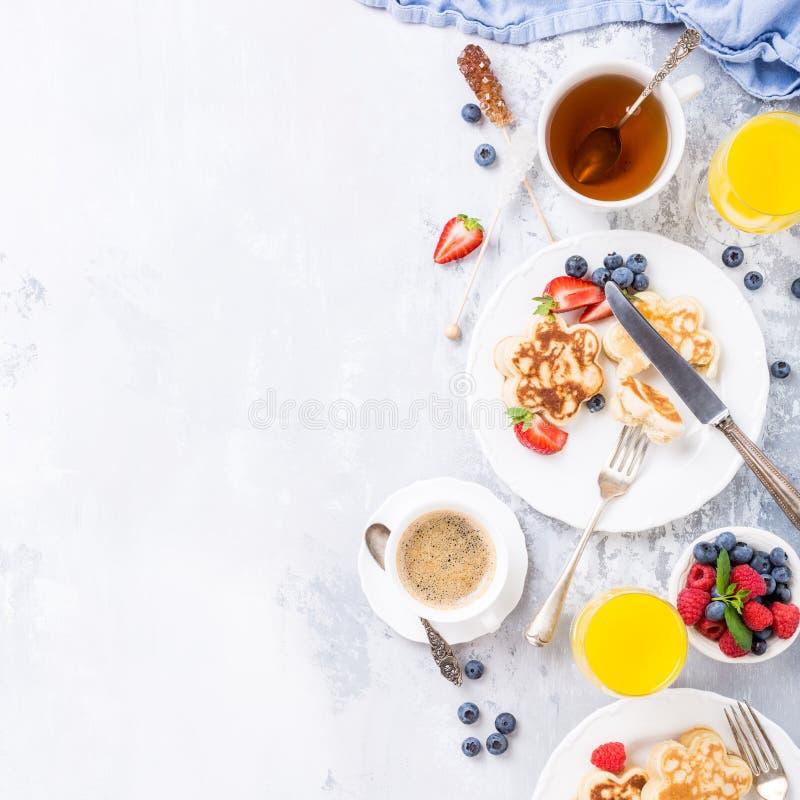 Desayuno con las crepes escocesas fotos de archivo libres de regalías