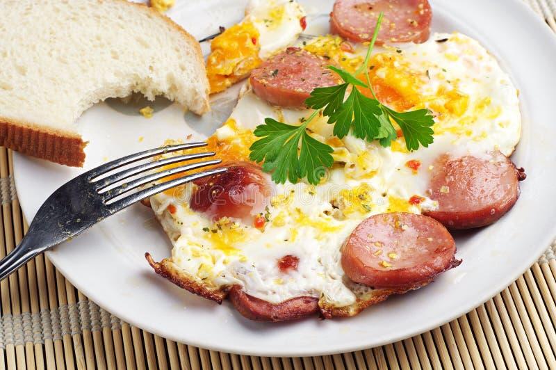 Desayuno con los huevos y la salchicha fotografía de archivo libre de regalías