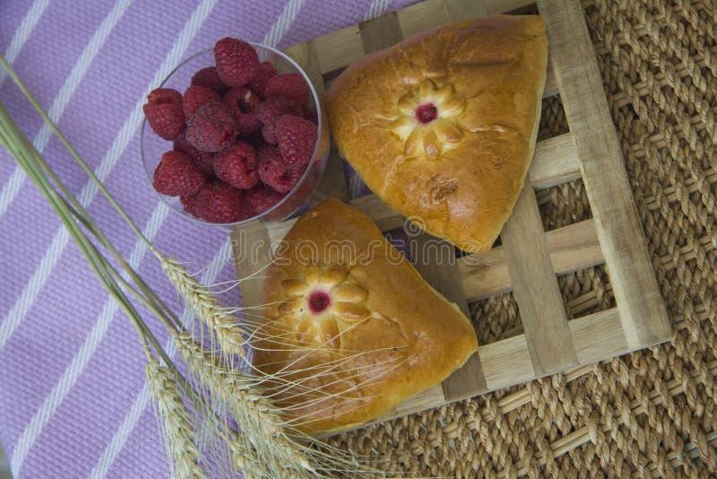 Download Desayuno Con Volúmenes De Ventas Cocidos Imagen de archivo - Imagen de hambriento, rodillo: 64213307