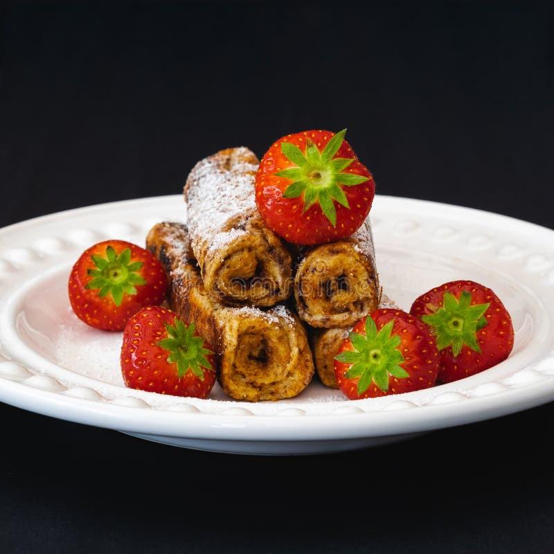 Desayuno de la tostada francesa y de la fresa imagen de archivo libre de regalías