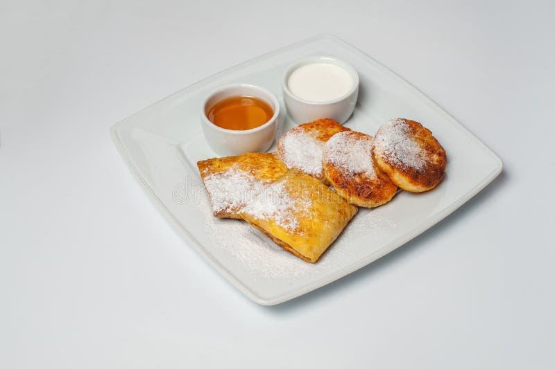 Desayuno delicioso con las crepes Foto del estudio imagen de archivo libre de regalías