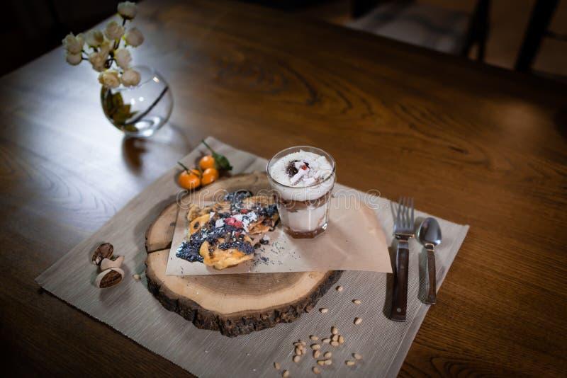 Desayuno en casa preparado Ciérrese encima de la visión foto de archivo